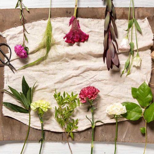 préparation bouquet de fleurs